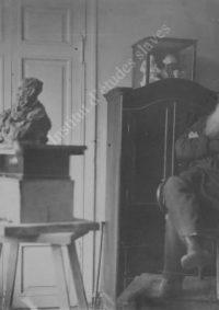 LNTI 1.13 L.N. Tolstoï pose pour le sculpteur P.P. Troubetskoï