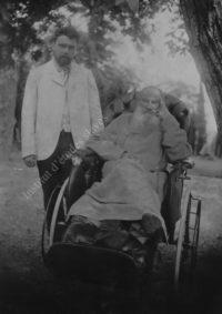 LNTI 1.14 L.N. Tolstoï en fauteuil roulant