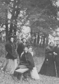 LNTI 1.34 La famille Tolstoï en promenade