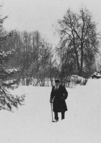LNTI 2.45 L.N. Tolstoï se promenant dans la neige