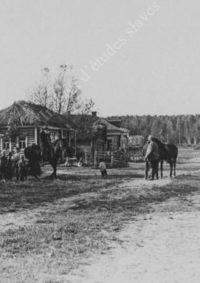 LNTI 2.47 L.N. Tolstoï à cheval dans un village