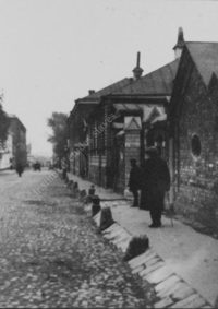 LNTI 2.54 L.N. Tolstoï de dos dans la ruelle Dolgokhamovnitcheski