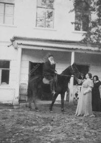 LNTI 3.40 L.N. Tolstoï à cheval avec Sofia Tolstoï