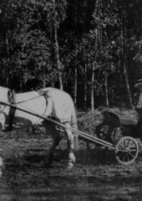 LNTI 4.02 L.N. Tolstoï sur un attelage avec sa fille Aleksandra et son petit-fils Andreï