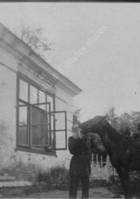 LNTI 4.34 L.N. Tolstoï et son cheval avec ses enfants Ilya et Tatiana