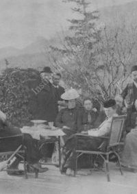 LNTI 4.35 L.N. Tolstoï en famille sur la terrasse