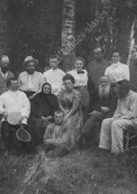 LNTI 4.37 L.N. Tolstoï entouré de sa famille et d'invités