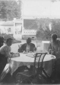 LNTI 4.47 L.N. Tolstoï avec sa fille Aleksandra et le sculpteur Ilya Guinzbourg