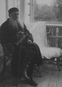LNTI 6.38 L.N. Tolstoï assis sur la terrasse