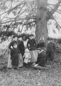 LNTI 7.02 Les enfants Tolstoï sous un sapin