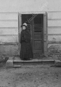 LNTI 7.04 Tatiana Tolstoï encadrée de ses frères Mikhaïl et Andreï à cheval