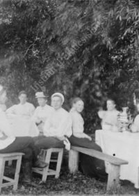 LNTI 7.08 La famille Tolstoï et des invités