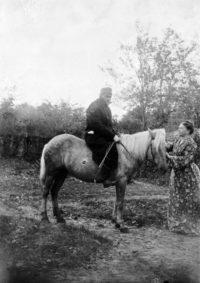 LNTI 7.34 L.N. Tolstoï à cheval et Sofia Tolstoï