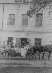 LNTI 7.39 La famille Tolstoï en promenade en carriole