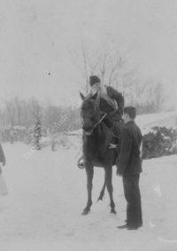 LNTI 7.45 L.N. Tolstoï à cheval et homme en hiver