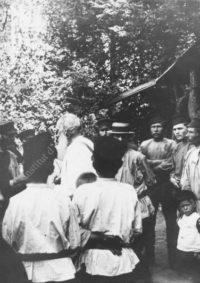 LNTI 8.01 L.N. Tolstoï au milieu de paysans et de travailleurs