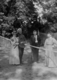 LNTI 8.17 Aleksandra, Tatiana et Maria Tolstoï sur le court de tennis