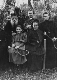 LNTI 8.22 L.N. Tolstoï avec les membres de la famille et M.A. Schmidt