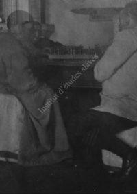 LNTI 1.07 L.N. Tolstoï jouant aux échecs avec M.S. Soukhotine