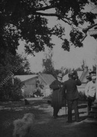 LNTI 1.08 L.N. Tolstoï dans la cour