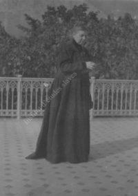 LNTI 1.37 Sofia Tolstoï sur la terrasse de la villa de Gaspra