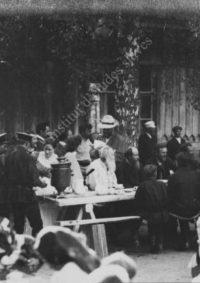 LNTI 2.49 L.N. Tolstoï à une tablée de village