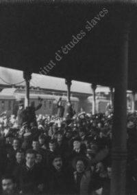 LNTI 2.50 La foule salue le départ de L.N. Tolstoï à la gare de Koursk
