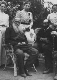 LNTI 3.17 L.N. Tolstoï, le sculpteur Ilya Guinzbourg et le critique d'art Vladimir Stassov