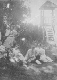 LNTI 3.33 L.N. Tolstoï en famille près de la tour de guet