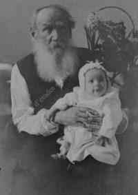 LNTI 3.34 L.N. Tolstoï avec sa petite-fille Tanetchka