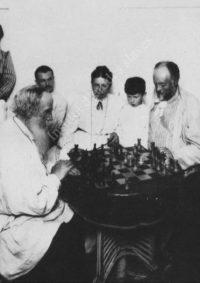 LNTI 3.38 L.N. Tolstoï joue aux échecs avec M.S. Soukhotine