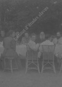 LNTI 4.29 L.N. Tolstoï entouré de sa famille et d'invités