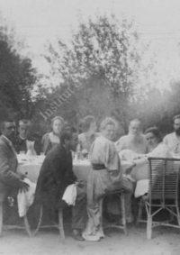 LNTI 4.38 L.N. Tolstoï entouré de sa famille et d'invités