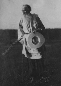 LNTI 5.20 L.N. Tolstoï revenant d'un bain dans la rivière Voronka