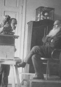 LNTI 6.34 L.N. Tolstoï posant pour le sculpteur P.P. Troubetskoï