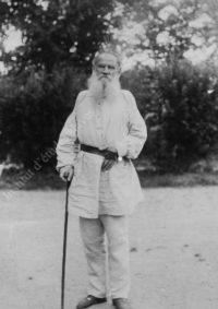 LNTI 6.36 L.N. Tolstoï dans le jardin