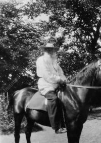 LNTI 8.29 L.N. Tolstoï à cheval
